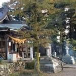 風景048(落ち葉焚きする神社)
