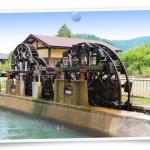 風景078(あさくら水の駅の三連水車/フォト風)