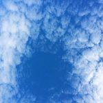 晴れ渡った空と雲の写真画像3(P030)