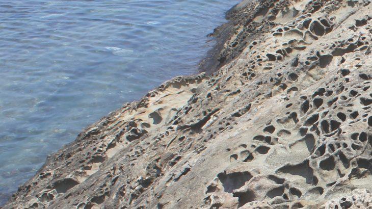 荒々しい岩場の写真画像(P050)